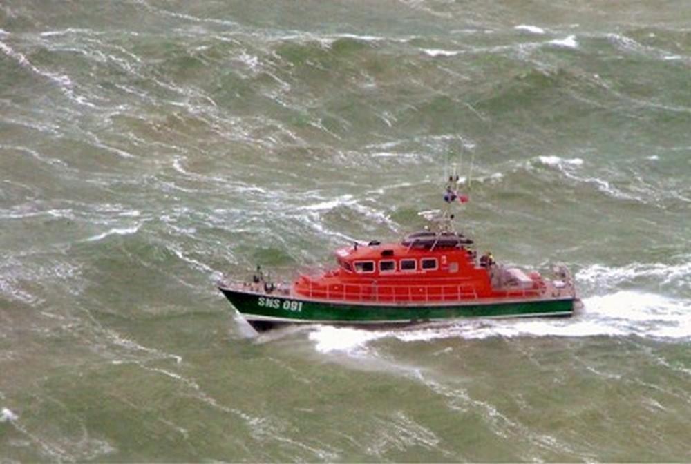 Un bateau de pêche coule au large de Ouistreham, les marins sont sains et saufs - Honfleur Infos